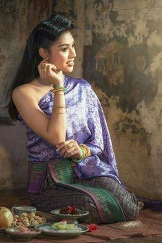 Thai Traditional Dress, Traditional Fashion, Traditional Outfits, Thai Dress, Travel Clothes Women, Thai Style, Beautiful Asian Girls, Beautiful Women, International Fashion