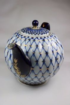 RARE-VINTAGE-Lomonosov-Cobalt-Net-LARGE-Bone-Porcelain-Teapot-Made-in-USSR-10Cup