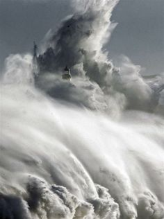 Coisas de Terê - Large waves almost cover the lighthouse in Mouro island in front of port in Santander, northern Spain, 2-2-2014 (NBC News)