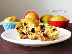 Receta de magdalenas de naranja con pepitas de chocolate negro. Desayuno y merienda muy fácil.