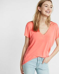 express one eleven v-neck london tee in Coral