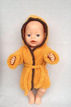kuscheliger Puppen-Bademantel von Marie & Mariechen auf DaWanda.com