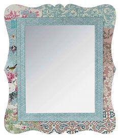O simfonie a pastelurilor această oglindă! Pe a ei ramă, imprimeuri fistichii se alătură într-o grozavă alcătuire cu aer boem.