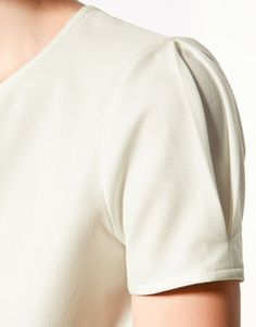 sleeve#details#inverted-pleats#leaf#beigetop