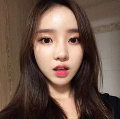 Love this look. Very innocent. Ulzzang Fashion, Ulzzang Girl, Cute Asian Girls, Cute Girls, Korean Beauty, Asian Beauty, Ulzzang Makeup, Girl Korea, Fresh Makeup