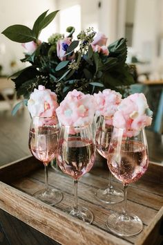 Sparkling Rose with Cotton Candy party decorations deko drinks getränke ideas ideen recipes schnelle party party drinks Party Drinks, Fun Drinks, Mimosa Party, Beverages, Party Time, Brunch Party Decorations, 30th Birthday Decorations, 25th Birthday Parties, Brunch Decor