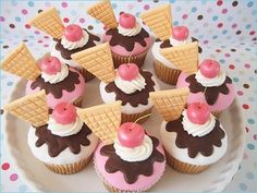 ice cream themed cupcakes - bc who doesn't like ice cream or cupcakes?