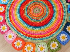 This is beautiful. I love the colours. I would love to make a rug like this out of cotton yarn.