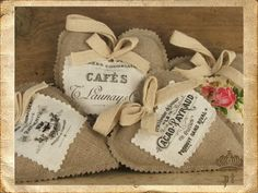 cuori in lino grezzo con stampe  handmade with passion by  www.ateliershabbychic.it