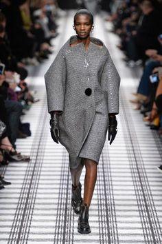 Look Back on Alexander Wang's Greatest Hits at Balenciaga Elle Fashion, Fashion Line, Fashion Week, Couture Fashion, Fashion Show, Womens Fashion, Paris Fashion, Fashion Trends, Alexander Wang