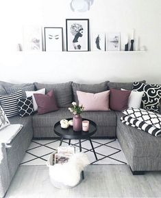 46 Cozy Living Room Ideas and Designs for 2019 When you're selecting your furniture for your cozy living room ideas, size and plushness count. Soft fabrics and lots of comfortable seating providing a warming and relaxing feel. Beautiful Living Rooms, Cozy Living Rooms, Living Room Grey, Formal Living Rooms, Home Living Room, Apartment Living, Living Room Designs, Modern Living, Small Living