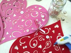 DIY No-Sew Valentine's Table Runner. Tie heart placemats together with ribbon then hot glue buttons. Easy!