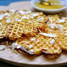 In Sweden, waffles can be considered a national dessert. They even have a Waffle Day! In Denmark we also eat waffles and these almond waffles are a favorite Healthy Dinner Recipes, Real Food Recipes, Dessert Recipes, Yummy Food, Healthy Snacks, Nordic Recipe, Waffle Day, Crepes And Waffles, Pancakes