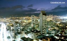 Medellin de noche. Centro, Edificio Coltejer.