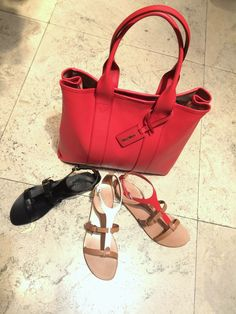 Maxmara Accessories: Coral Shopper handbag in Calf leather. Leather sandals in Red, black and white. Prices on request.