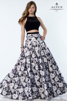 Alyce Paris 6794 has a satin print ball gown skirt with a velvet halter crop top and a low scoop back. Top Dress Designers, Designer Dresses, Floral Prom Dresses, Formal Dresses, Paris Dresses, Long Dresses, Two Piece Dress, Looks Style, Special Occasion Dresses