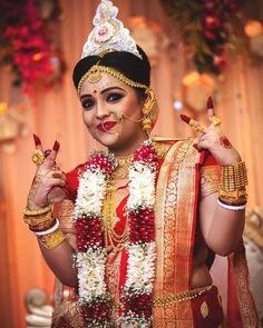 Indian Wedding Poses, Indian Bridal Photos, Bengali Wedding, Bengali Bride, Indian Wedding Photography Poses, Indian Wedding Outfits, Indian Photoshoot, Wedding Photoshoot, Bengali Bridal Makeup