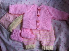 4 piece set to fit a premature baby or reborn. Hat, booties, cardigan and pants . Preemie Clothes, Knitting Dolls Clothes, Baby Doll Clothes, Knitted Dolls, Doll Clothes Patterns, Crochet Clothes, Preemie Babies, Premature Baby, Reborn Babies