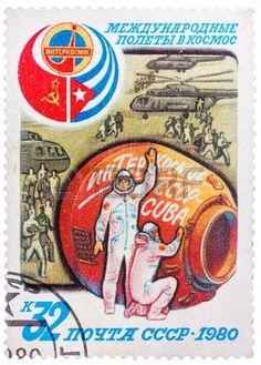 Union sovi�tique - CIRCA 1980: timbre imprim� en URSS consacr� au partenariat international entre l'Union sovi�tique et Cuba dans l'espace, vers 1980 photo