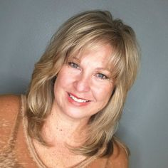 50 Modern Haircuts for Women over 50 with Extra Zing Medium Layered Haircuts, Medium Short Hair, Medium Hair Cuts, Medium Hair Styles, Shoulder Length Layered Hairstyles, Mid Length Hairstyles, Blonde Layered Hair, Beauté Blonde, Blonde Layers