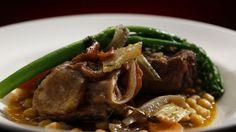 Cette recette de côtes de bœuf braisées, pois chiches et broccolinis est tirée de l'émission Ça va chauffer! Australie.