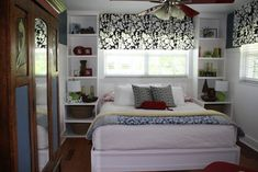 There are plenty of good things about having a small bedroom. Small bedrooms are cozy and they can be easier to keep warm or cool. Checkout 25 cool bed ideas for small rooms. (Cool Beds For Small Rooms) Small Bedroom Storage, Small Bedroom Furniture, Small Master Bedroom, Small Bedroom Designs, Master Bedroom Design, Bedroom Decor, Bed Storage, Bedroom Shelves, Modern Bedroom