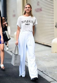 Summer street style fashion fashion outfits, fall fashion, white fashion, f Classy Street Style, Street Style Looks, Short Cuir, Short Blanc, How To Wear Culottes, Sneaker Trend, All White Outfit, Look Chic, White Tees