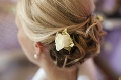 A hint of detail added to bridal hair, matching the flowers in her bouquet, understated natural beauty