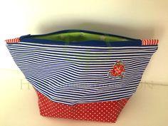 Kosmetyczka z bawełny laminowanej / Cosmetic bag from laminated cotton