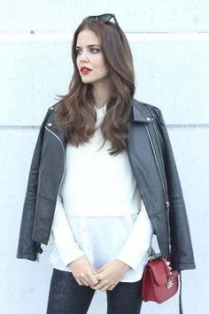 How to rock a cropped sweater and a red lip! By Clara Alonso
