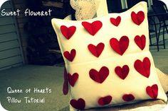 Almohadones decorados con corazones