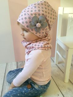 Gorras - Francesa Gorro de Estrellas, Gris y Rosa Ök. - una pieza de Diseño de MrsSchingalong en DaWanda Gorras – Francesa Bonete de Estrellas, Grisáceo y Rosa Ök… – una estancia de Diseño … Sewing To Sell, Love Sewing, Sewing For Kids, Baby Sewing, Baby Girl Fashion, Toddler Fashion, Kids Fashion, Little Girl Outfits, Kids Outfits