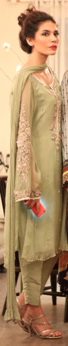 LOOK OF THE DAY: AMNA BABER