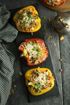 Easy Vegetarian Stuffed Peppers, Stuffed Peppers With Rice, Veg Stuffed Peppers Recipe, Vegetarian Meals, Lentil Recipes, Spinach Recipes, Vegetable Recipes, Colesterol Lowering Foods, Healthy Snacks