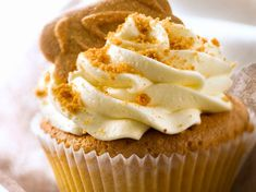 Cupcake aux spéculoos Discover our easy and fast recipe of Cupcake with speculoos on Current Cuisine! Mojito Cupcakes, Cupcakes Amor, Cupcake Cookies, Vanilla Cupcakes, Cheesecake Recipes, Cupcake Recipes, Dessert Recipes, Cheesecake Bars, Dessert Party