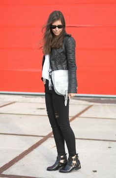 Outfit Balenciaga cut out boots inspired+black ripped jeans inspiration