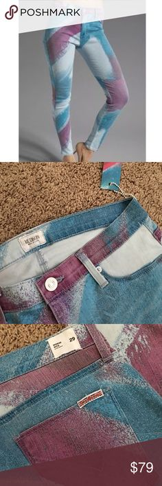 "Hudson nico mid rise😍 Super dee duper comfy!!!😍 and fun!!!! Inseam is 32"".  Pix 1 is not the jean I have but it is same kind of jeans uploaded to show how it fits .  Please enjoy💖💖 Hudson Jeans Jeans Skinny"