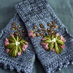 Ravelry: Rosemaling Mitts pattern by dottie angel