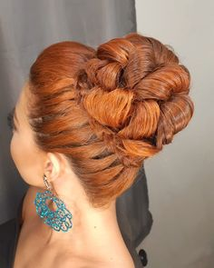Red Hairstyles for Every Beauty women prefer it. red hairstyles with blonde highlights; red hairstyles for medium hair; red hairstyles for black hair Red Hairstyles, Bun Hairstyles For Long Hair, Short Red Hair, Black Hair, Medium Hair Styles, Short Hair Styles, Beautiful Long Hair, Shoulder Length Hair, Blonde Highlights