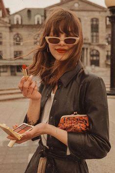 Pincha en la imagen para descubrir todos los cortes con flequillo que mejor sientan. Autumn Photography, Photography Poses, Parisienne Style, Autumn Instagram, Parisian Chic Style, Paris Outfits, Vintage Fall, Cut My Hair, French Chic