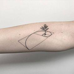 Fibonacci tattoo designs are among the most interesting and aesthetic geometry tattoos. In mathematics, Amazing Fibonacci Tattoo Designs Fibonacci Tattoo, Tatouage Fibonacci, Body Art Tattoos, Small Tattoos, Sleeve Tattoos, Cool Tattoos, Tatoos, Circle Tattoos, Original Tattoos