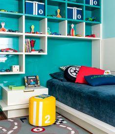 02-um-quarto-todo-colorido-e-cheio-de-carrinhos-para-um-menino