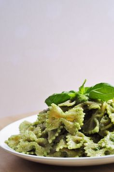 Cilantro Basil Pesto Recipe - healthy, easy and done in minutes! Perfect with pasta or noodles. Naturally vegan and gluten-free pesto recipe w/ Ginger! Cilantro Basil Pesto Recipe, Basil Pesto Pasta, Basil Pesto Recipes, Creamy Pasta Recipes, Healthy Pasta Recipes, Healthy Pastas, Healthy Snacks, Healthy Eating, Dinner Healthy