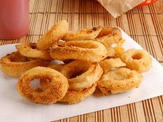 A recipe for Dairy Queen Onion Rings made with Vidalia onions, flour, cracker crumbs, white corn meal, buttermilk, water