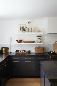 The Best Kitchen Paint Colors in 2019 - The Identité Collective Kitchen color trends for 2019 include shades of green, warm neutrals, natural wood, two-toned, and monochromatic dark paint. Kitchen Furniture, Kitchen Trends, Kitchen Remodel, Interior Design Kitchen, Kitchen Color Trends, Dark Kitchen, Kitchen Style, Kitchen Paint Colors, Kitchen Design