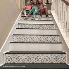 Tile Stencil Designs – Stencil your old tile floor or backsplash with Tile Stencils Estêncil de telha de cimento Tiled Staircase, Painted Staircases, Tile Stairs, Staircase Remodel, Stair Railing, Staircase Design, Staircase Ideas, Spiral Staircases, Flooring For Stairs