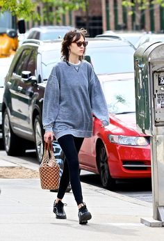 Found: the It girl way to wear leggings right now, all thanks to Alexa Chung