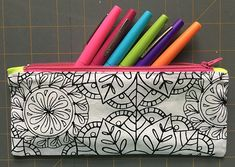 Zippered makeup pouch and pencil pouch tutorials Sewing Makeup Bag, Makeup Pouch, Pencil Bags, Pencil Pouch, Zipper Pouch Tutorial, Purse Tutorial, Sewing Tutorials, Bag Tutorials, Beginners Sewing