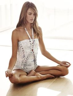 Morning is the best time for meditation. Aided by mantras it is even better an experience. Here are some of the best mantra for meditation that you can try. Morning Meditation, Yoga Meditation, Alessandra Ambrosio, Ayurveda, Plum Pretty Sugar, Elle Magazine, Yoga Exercises, Spa Day, Yoga Inspiration