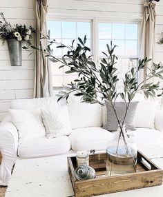 Vintage Decor Living Room White room decor, bright rooms, home inspiration, neutral, modern farmhouse - Farmhouse Style Kitchen, Home, White Room Decor, Farm House Living Room, Modern Farmhouse Decor, Country Farmhouse Decor, Country House Decor, Bright Rooms, Home Decor